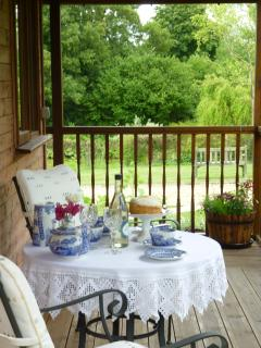 PEACEFUL SECLUDED AFTERNOON TEA  'AL FRESCO' OVERLOOKING THE LAKE