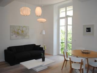 Chic, modern 3 bedroom apartment on Nice's Carre d'Or with satellite Tv and wi-fi