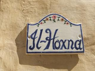 The name Hoxna means one fat lady; partly because the house number is 18.