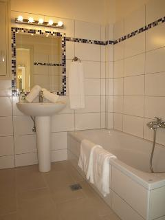 Ensuite bathroom to first floor twin bedroom with bath, separate shower, wc and washbasin