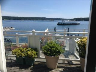 Ferry View Cottage on Orcas Island