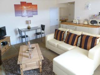 MOORLAND VIEW, ground floor, en-suite facilities, underfloor heating, great base for walking, in Oxenhope, Ref 913054, Yorkshire
