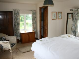 Main bedroom, WC & wash basin ensuite, superking size bed
