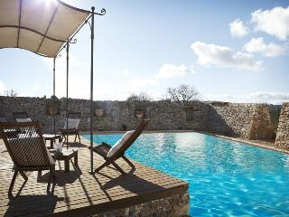 Trulli Puglia, Trullo Studio: 1 Bedroom Studio Apartment in 16th century Estate; pool and outdoor ja, Martina Franca