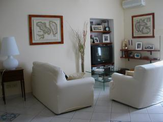 Casa Mario WiFi 5 beds central 2 baths 700mt beach, Terracina