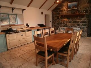 Glencorse Farmhouse - kitchen with aga & direct loch views