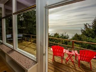 Walk to the beach from this ocean view home w/ a hot tub, Lincoln City