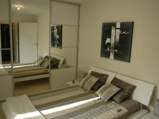 Bedroom with double bed and access to the terrace.