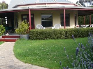 AIREYS GIRT BY SEA - a stones throw from the shops, beach and tennis court