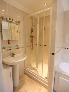 Master Bedroom Ensuite with Shower and Bath