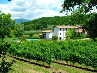 Wonderful farmhouse with pool close to Lake Garda