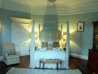 Four poster bedroom south facing