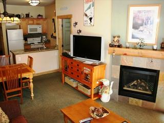 Spectacular ski-in/ski-out 2 Bedroom, 2 Bath Sunstone condo at Eagle Lodge., Mammoth Lakes