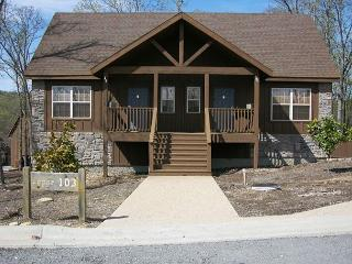 Swept Away Cabin - Cozy and Charming 1 Bedroom Cabin at Stonebridge Resort!, Branson West
