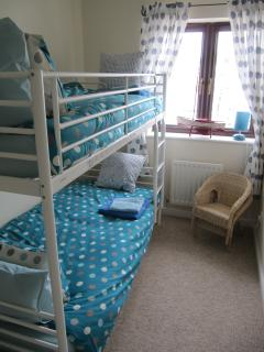 Well equipped bunk bed room