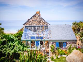 CASTAWAYS, a Cornish cottage by the beach with superb sea views and lush garden