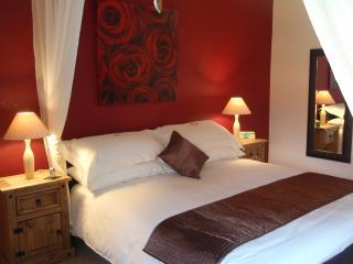 Master sensuous bedroom with en-suite