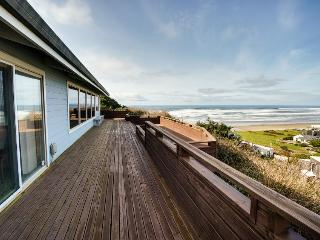 Spacious deck, sweeping ocean & lake views!, Cape Meares