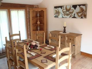 Bright sunny dining room for 6 people