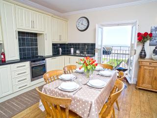 Aldeburgh Lookout Holiday Let 3 Bedroom + Sleeps 6 comfortably Gold 4 star rated