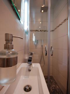 WC + moderne Regen Dusche + Fußbodenheizung