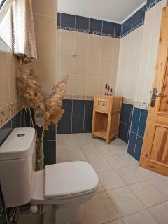 Ground floor 2nd bathroom