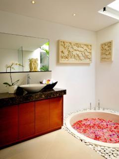 Sunken Bath in bathroom 1