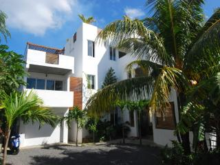 V4:  Villa Ayr: 3 Bedroom Family Size Apartment, Trou aux Biches