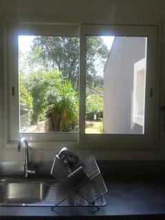 Fenêtre de la cuisine, côté jardin