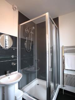 Bedroom 5 ensuite shower room