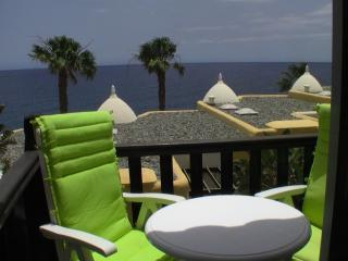 4 * Mini Penthouse beachside sea views good price, Bahía Feliz