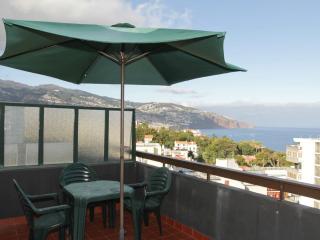 Casa Branca 2, stunning balcony views, Funchal