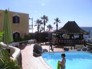 Relaxing safe complex excellent management and quality pool restaurant in sea edge with heated pool.