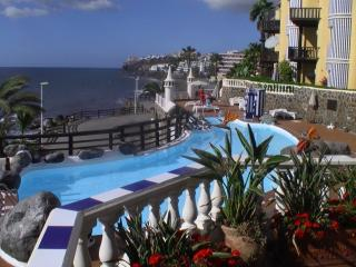 A quality complex with large heated pool & many free loungers to sun-bade on sea edge