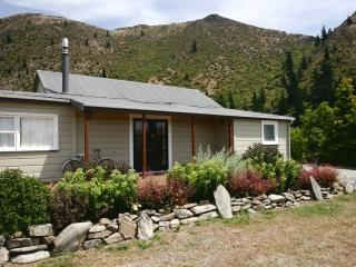 THE OLD POSTHOUSE & HAKA COTTAGE., Kurow