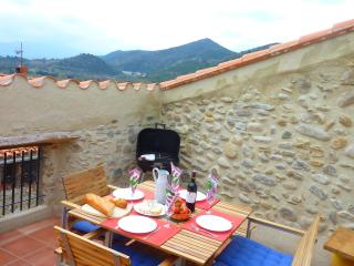 Casa Oreneta, traditional house, views and wifi, Rodes