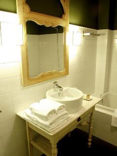 Bathroom room 202