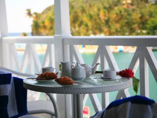 Gorgeous Waterfront Apartment, Marigot Bay
