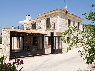 Villa Agios Georgios, Lysos, near Polis - **Hot Tub for 2018**