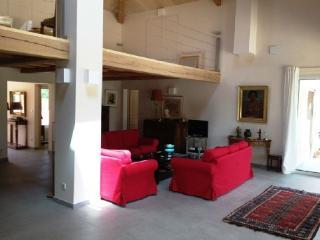 Holiday rental Villas Beaurecueil (Bouches-du-Rhone), 280 m2, 3 900 €