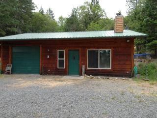 Remote Woodland Family Friendly Cottage near Town, Medford