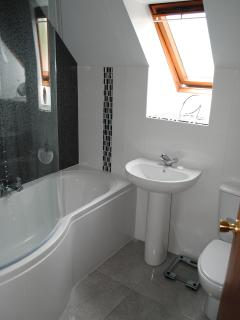 The newly refurbished family bathroom