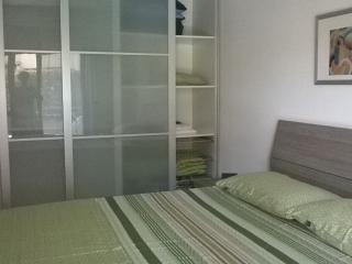 Una camera da letto spaziosa e un letto confortevole per una vacanza di assoluto relax