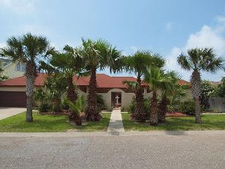 3 bedroom 3 bath spacious home with beach access!, Port Aransas