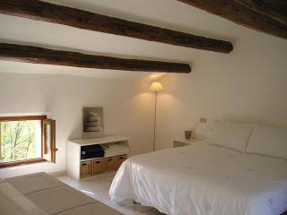 Second floor bright and airy bedroom with traditional beams, twin beds, plus one (suit child).
