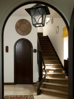 Hiru Anaiak- Stairs to the floor