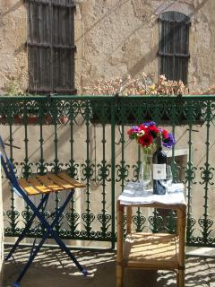 The Romeo and Juliet balcony at Acanthus in Saint Chinian