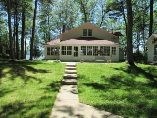 Historic Platte Lake House near sleeping bear dune, Honor