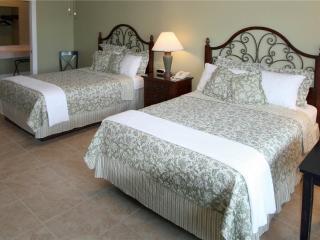 Beachside Inn - 2 Queen Beds, Destin