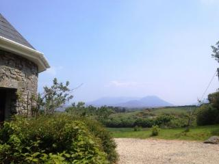 Graces Cottage - Spectacular views of the sea, the mountains and Connemara.